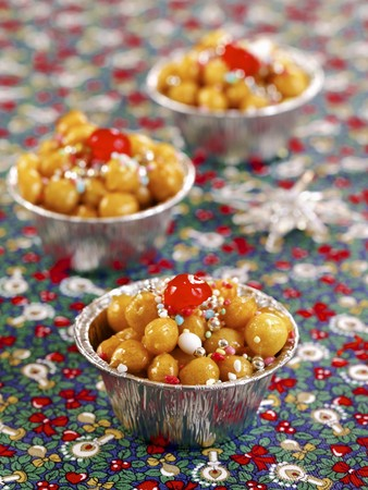 Struffoli di Natale (Christmas sweets from Naples, Italy) LANG_EVOIMAGES