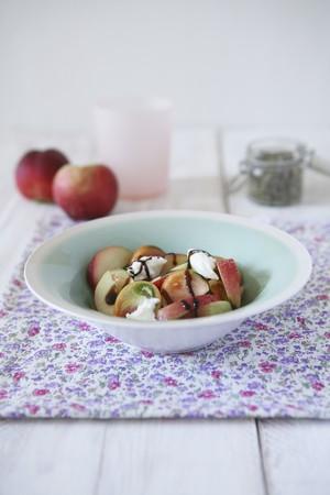 whiteness: Summer salad with tomatoes, white peaches, mozzarella and balsamic cream