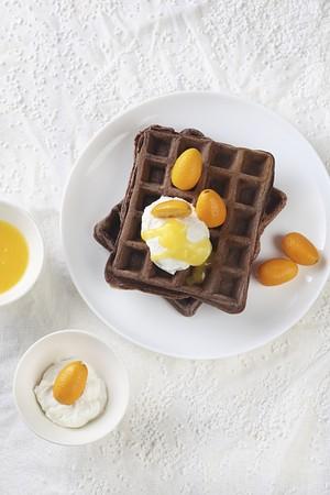 whiteness: Cocoa waffles with orange sauce, ricotta and kumquats