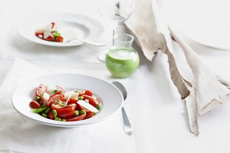 Tomato salad with beans and Parmesan cheese LANG_EVOIMAGES