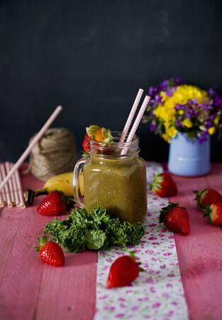 A strawberry, mango, banana and kale smoothie LANG_EVOIMAGES