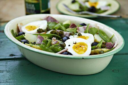 snap bean: Salad Niçoise with olives, tuna fish and egg