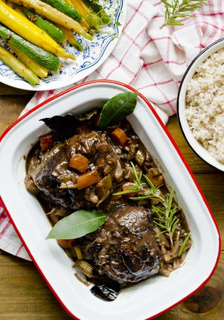 Braised beef cheeks with bay leaves and rosemary LANG_EVOIMAGES