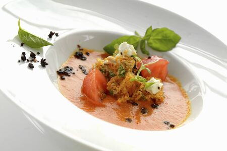 Vine tomatoes with spicy cream cheese and basil LANG_EVOIMAGES