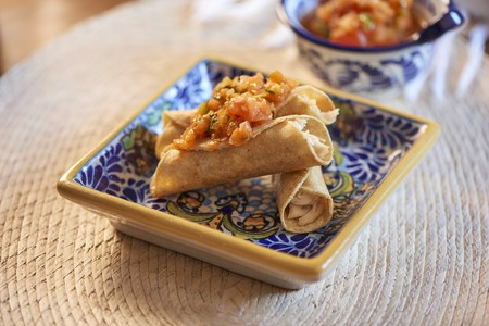 Tacos with chicken and tomato salsa LANG_EVOIMAGES