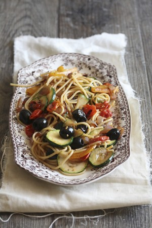 Spaghetti primavera with vegetables LANG_EVOIMAGES