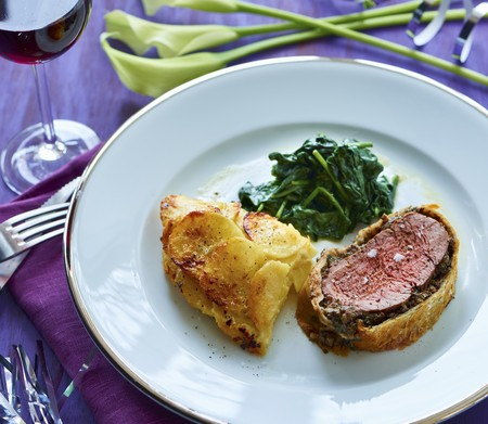 Fillet Wellington with a warm spinach salad and potato gratin LANG_EVOIMAGES
