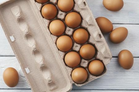 Brown eggs in egg box LANG_EVOIMAGES