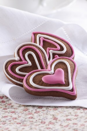 pinky: Heart-shaped gingerbread biscuits with icing