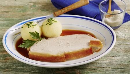 crackling: Roast pork with crackling and potato dumplings