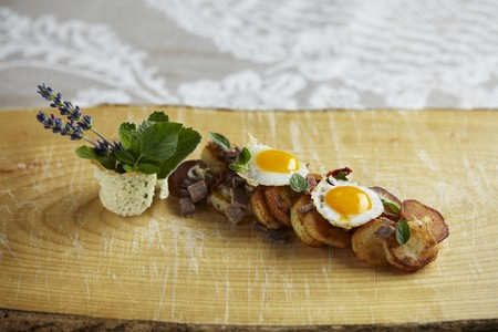 Tiroler (typical Tirolean dish using leftovers) with quails eggs and fresh marjoram LANG_EVOIMAGES