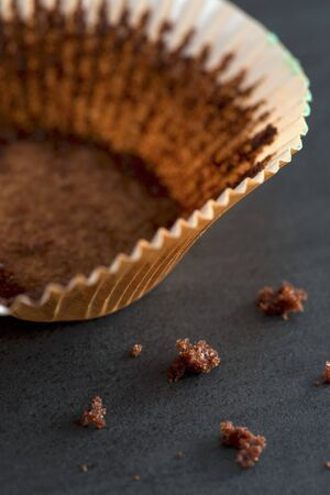 leavings: An empty cupcake case LANG_EVOIMAGES