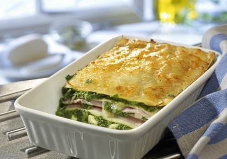 Spinach lasagne with ham and mozzarella LANG_EVOIMAGES