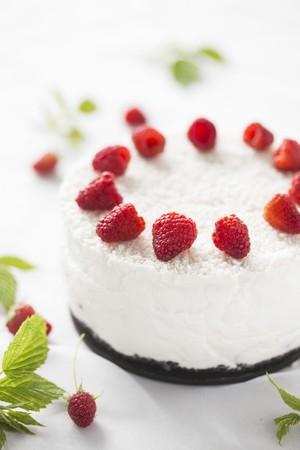 whiteness: Coconut cheesecake with fresh raspberries