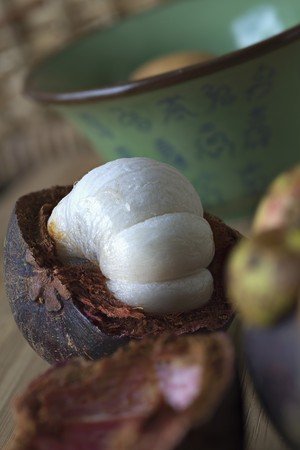 breaking: An opened mangosteen LANG_EVOIMAGES