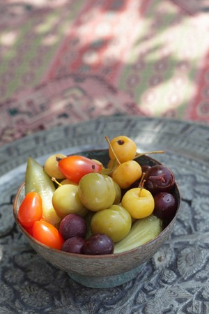 A bowl of colourful, exotic fruits LANG_EVOIMAGES
