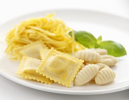 Fresh ravioli, linguine and gnocchi with basil LANG_EVOIMAGES