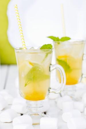 lemon balm: Iced tea with lemon balm LANG_EVOIMAGES