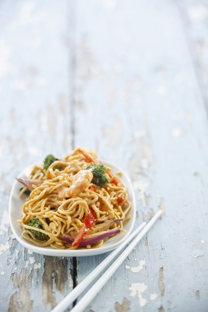 off course: Stir-fried noodles with prawns and vegetables LANG_EVOIMAGES