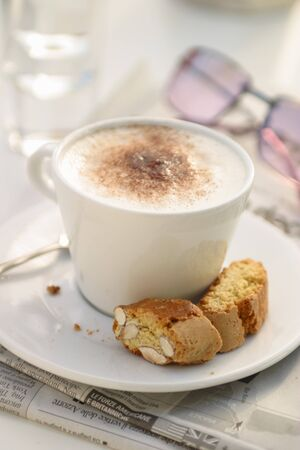 bakery products: Cappuccino with cantuccini LANG_EVOIMAGES