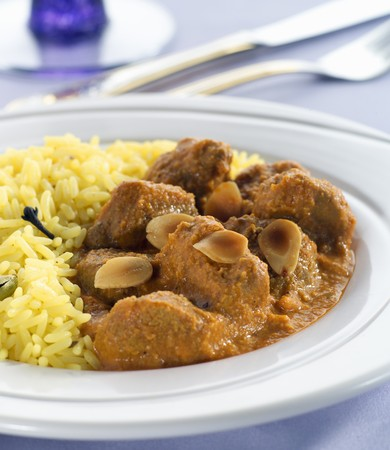Lamb curry with rice and flaked almonds (India) LANG_EVOIMAGES