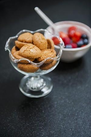 amaretto: Amaretti and fruit salad
