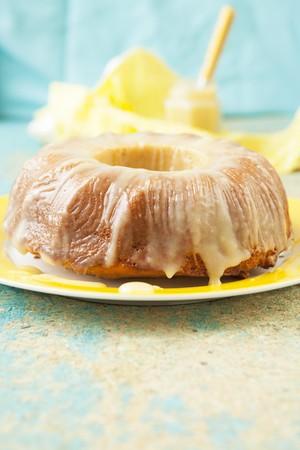 Yogurt semolina cake with lemon curd LANG_EVOIMAGES