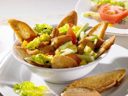 Bread salad with balsamic vinegar LANG_EVOIMAGES