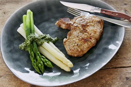whiteness: Pork chop with asparagus and coriander pesto