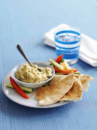 Hummus with lemon and coriander served with unleavened bread and vegetable sticks LANG_EVOIMAGES