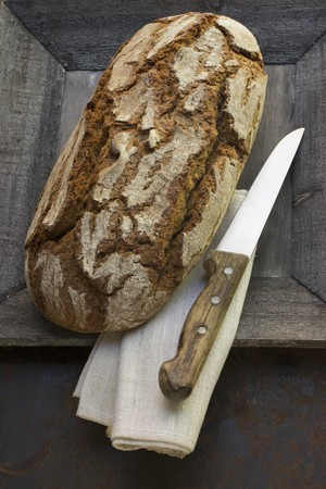 whiteness: A loaf of bread in a wooden bowl LANG_EVOIMAGES