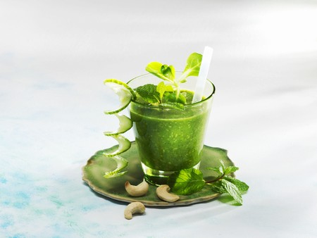 alcohol series: A cucumber and mint smoothies with lambs lettuce and cashew nuts