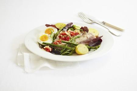silos: Tuna fish steak à la nicoise with beans, potatoes and eggs