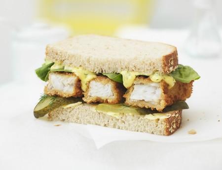A fish finger sandwich LANG_EVOIMAGES