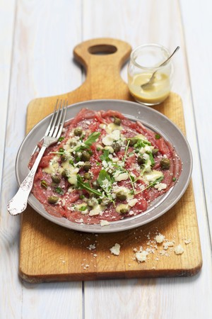 caper: Beef carpaccio with mustard dressing, capers and Parmesan cheese LANG_EVOIMAGES