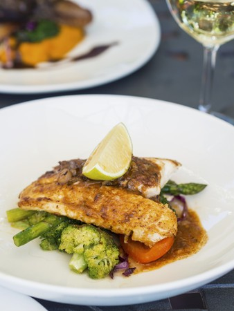 Fish with asparagus, broccoli and carrots LANG_EVOIMAGES