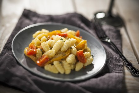 Gnocchi with peppers and tomatoes LANG_EVOIMAGES