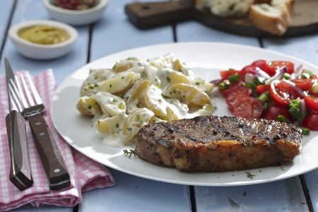 Rump steak with potato salad and tomato salad LANG_EVOIMAGES