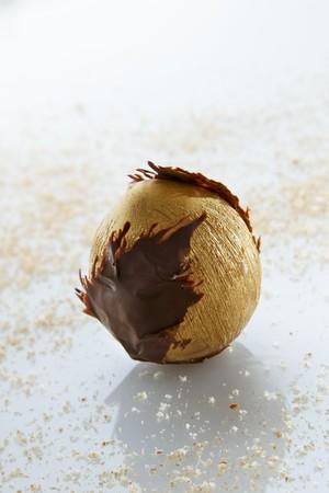shaped: A golden ice cream hazelnut with a caramel core