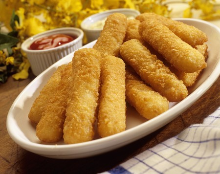 Fish fingers with two dips LANG_EVOIMAGES