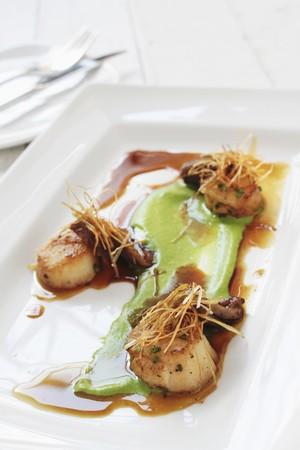 Pan-fried scallops as an appetiser