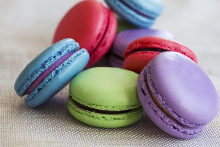 Various different coloured macaroons LANG_EVOIMAGES
