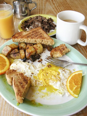 hashbrowns: English breakfast with toast, fried egg, fried potatoes, coffee and juice