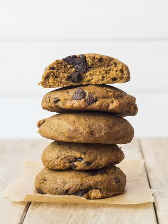 galletas integrales: Whole grain vegan spelt pumpkin cookies with chocolate chips LANG_EVOIMAGES
