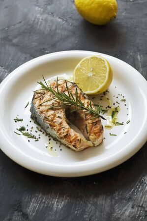 Grilled salmon with rosemary and lemon LANG_EVOIMAGES