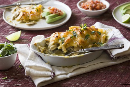 gallo: Gratinated enchiladas with chicken and cheese