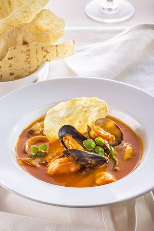 Seafood soup with potato crisps LANG_EVOIMAGES