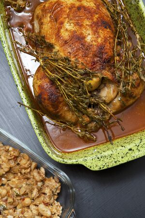 Roast chicken with thyme and a bean dressing LANG_EVOIMAGES