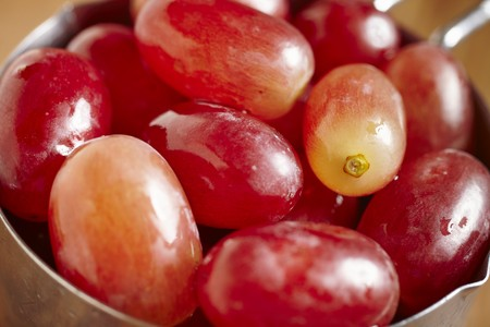 Red, seedless grapes (close-up)