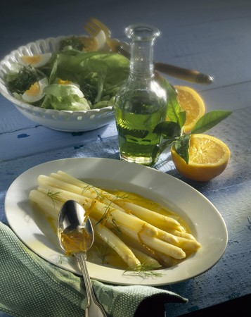 Asparagus salad with orange vinaigrette LANG_EVOIMAGES